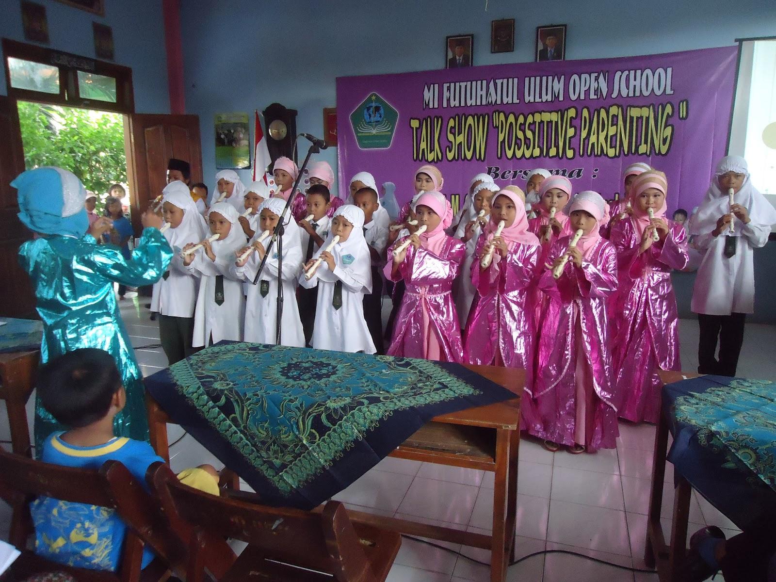 "Children talent show ""Parade Musik Seruling"" oleh kelompok Gita Swara MI Futuhatul Ulum Roomo"
