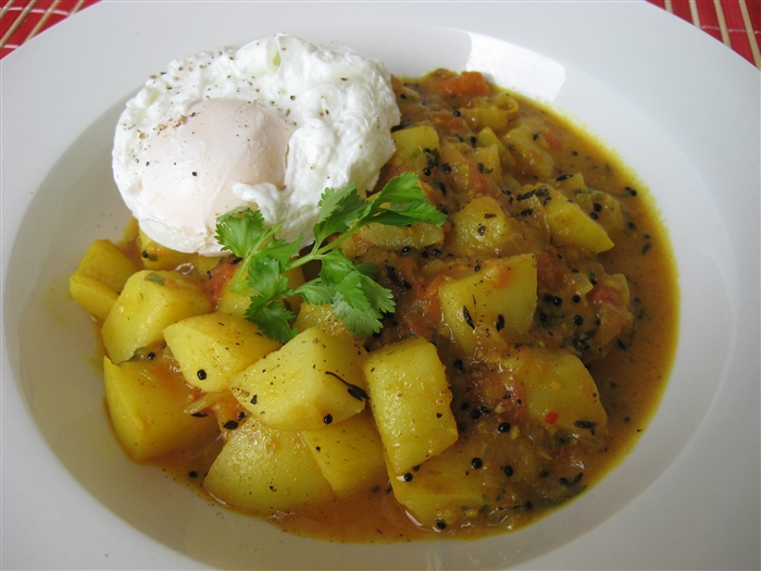 Morsels and Musings: potato breakfast curry