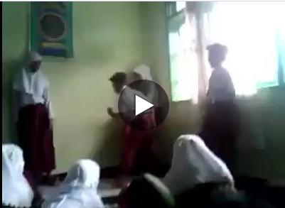 video kekerasan terhadap siswa di SD TRISULA PERWARI Bukittinggi,Sumatera Barat