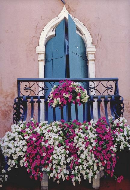 Romantic and Beautiful Balcony 4