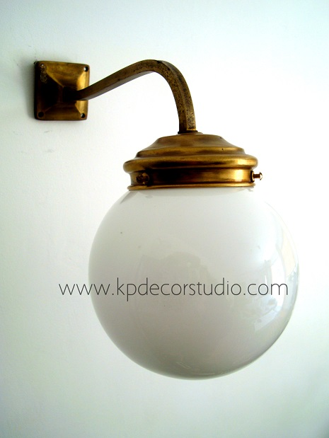 Lámparas antiguas para recibidor o pasillo. Apliques vintage antiguos de latón y bronce, originales y decorativos, buen estado de conservación.