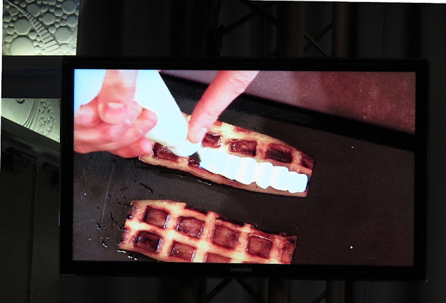 David Toutain - Omnivore - Gaufre d'aubergine, crmeux au panais et chocolat blanc