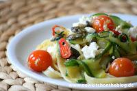 Fettuccine mit Zucchini, Kürbiskernen und Kirschtomaten Pasta