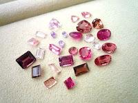 ピンク系のルースコレクションで大人素敵なジュエリーを作る。
