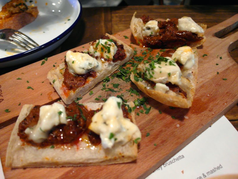 Club Meatballs Restaurant Review Sobrassada and Gorgonzola Bruschetta Lunarrive Blog