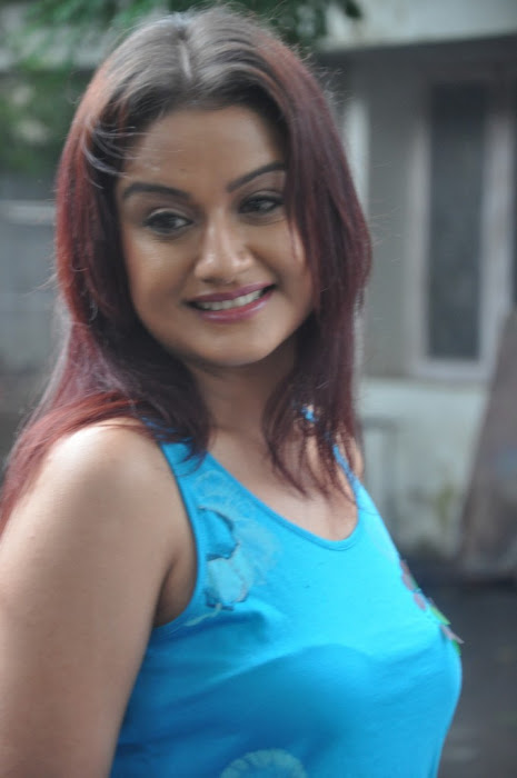 sonia agarwal new spicy glamour  images