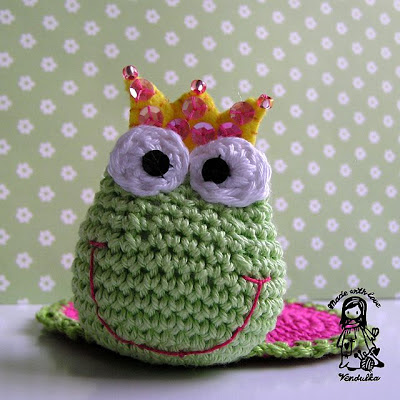 amigurumi, crochet, crochet coaster, Magic with hook and needles, Vendula Maderska design, crochet frog, crochet patterns, handmade, home decor