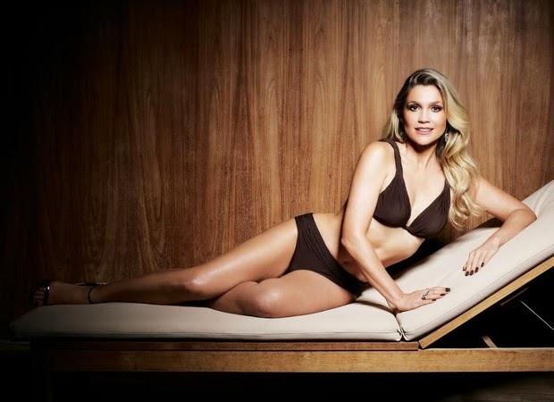 Flávia Alessandra posa super sexy e charmosa para revistas
