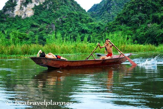 Vietnam - bambini sul fiume