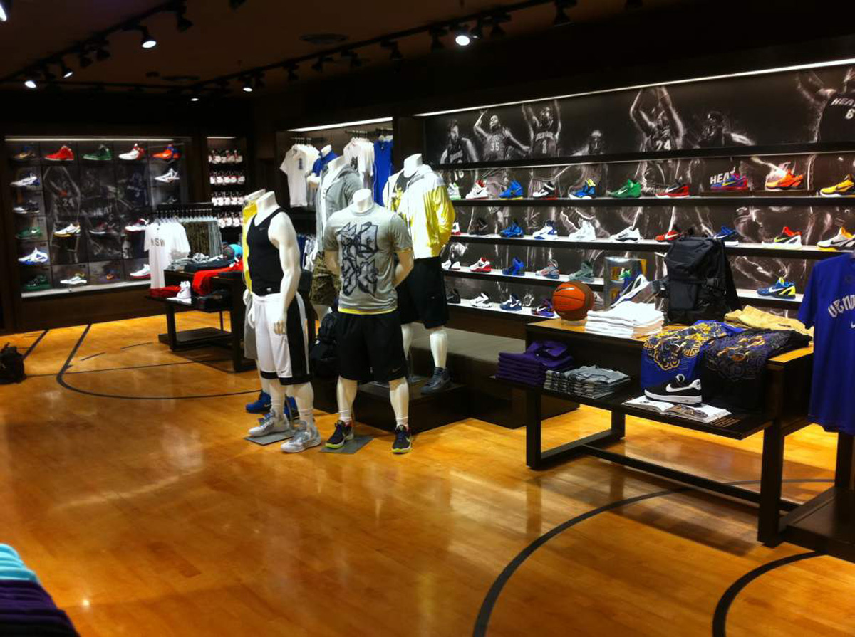 Signscope architectural sign maker international for Basketball store milano