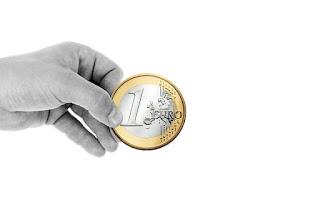 Rajoy aprueba un alza de seis euros al salario mínimo y de 2,5 euros a la pensión de jubilación