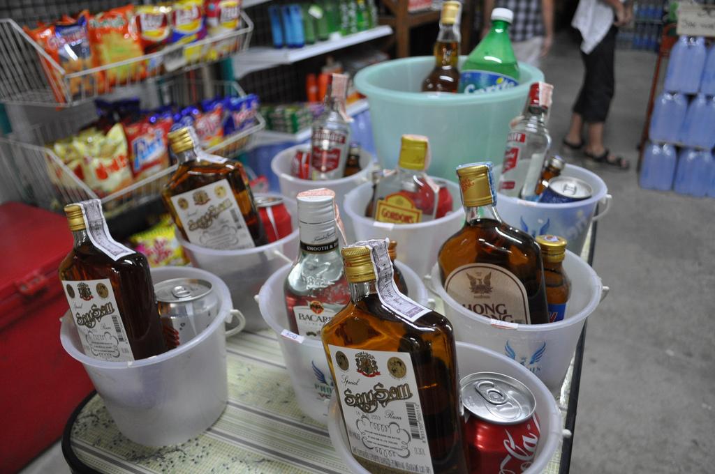 На Кіровоградщині 56% реалізованих товарів складають продукти, напої і цигарки