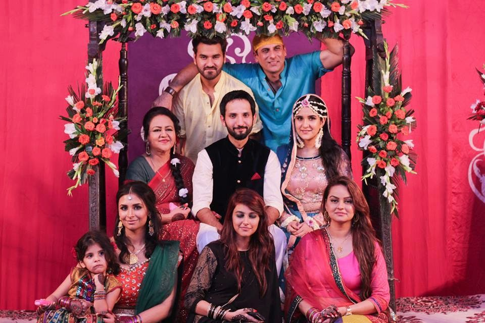 Like Tootay Huay Par Pyaray Afzal And Many More Now We Are Sharing Here Some Amazing Pics Of Her Wedding Specialy Mehndi Event So Just Have A Look