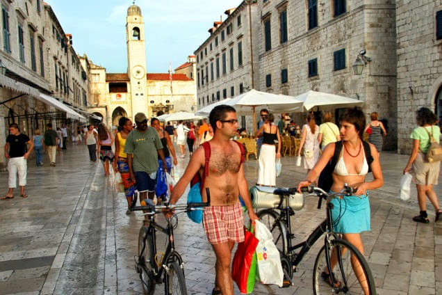 Biking+in+the+coastal+towns+of+Croatia,+for+example+in+Dubrovnik,+is+a+pleasant+way+to+explore+the+Adriatic+country.+-+18+Amazing+Places+You+Should+Ride+Your+Bike+Before+You+Die.jpg