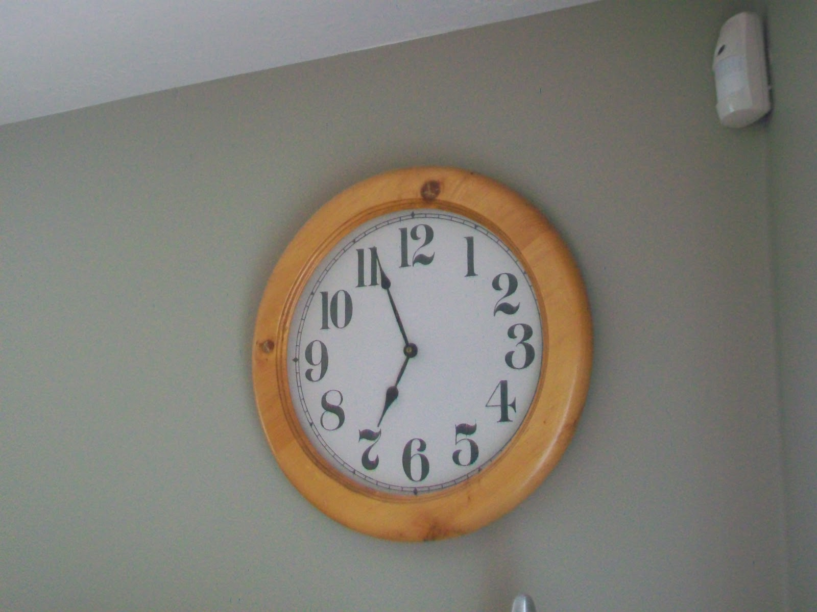 scotty watty doodle all the day the clock on the wall. Black Bedroom Furniture Sets. Home Design Ideas