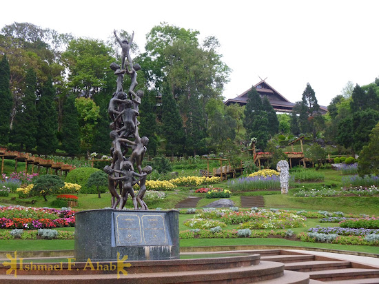 Statue of Continuity in Doi Tung Royal Villa