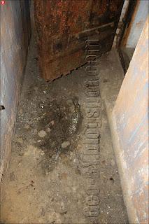 Скелет у входа в ДОТ №042
