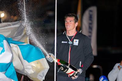 Xavier Macaire n'a pas la tête au champagne. Vainqueur de La Solitaire du Figaro 2015 ou non ?