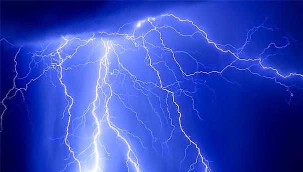 إنذار بعواصف رعدية قوية