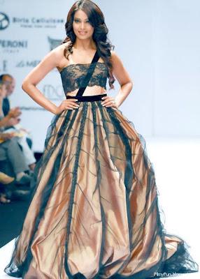 bipasha_basu_hot_actress_FilmyFun.blogspot.com