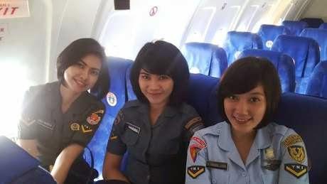 Foto Cewek Cantik TNI Wajah Manis Imut Anggota Militer