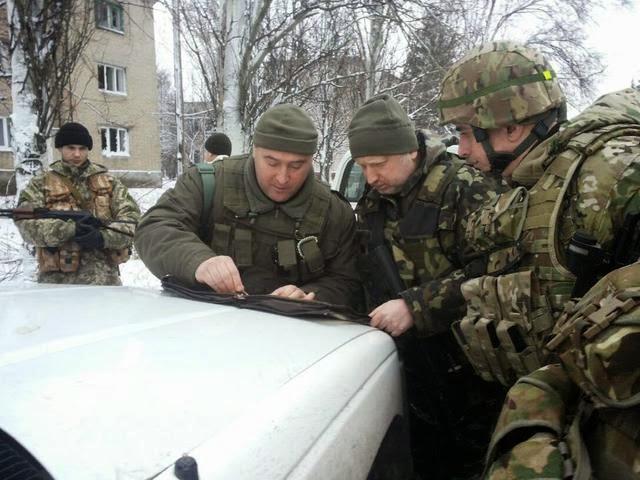 Украина организовывает транспортные коридоры на оккупированные территории Донбасса