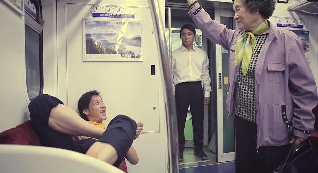 Coreano ocupando asientos reservados en el metro de Seúl