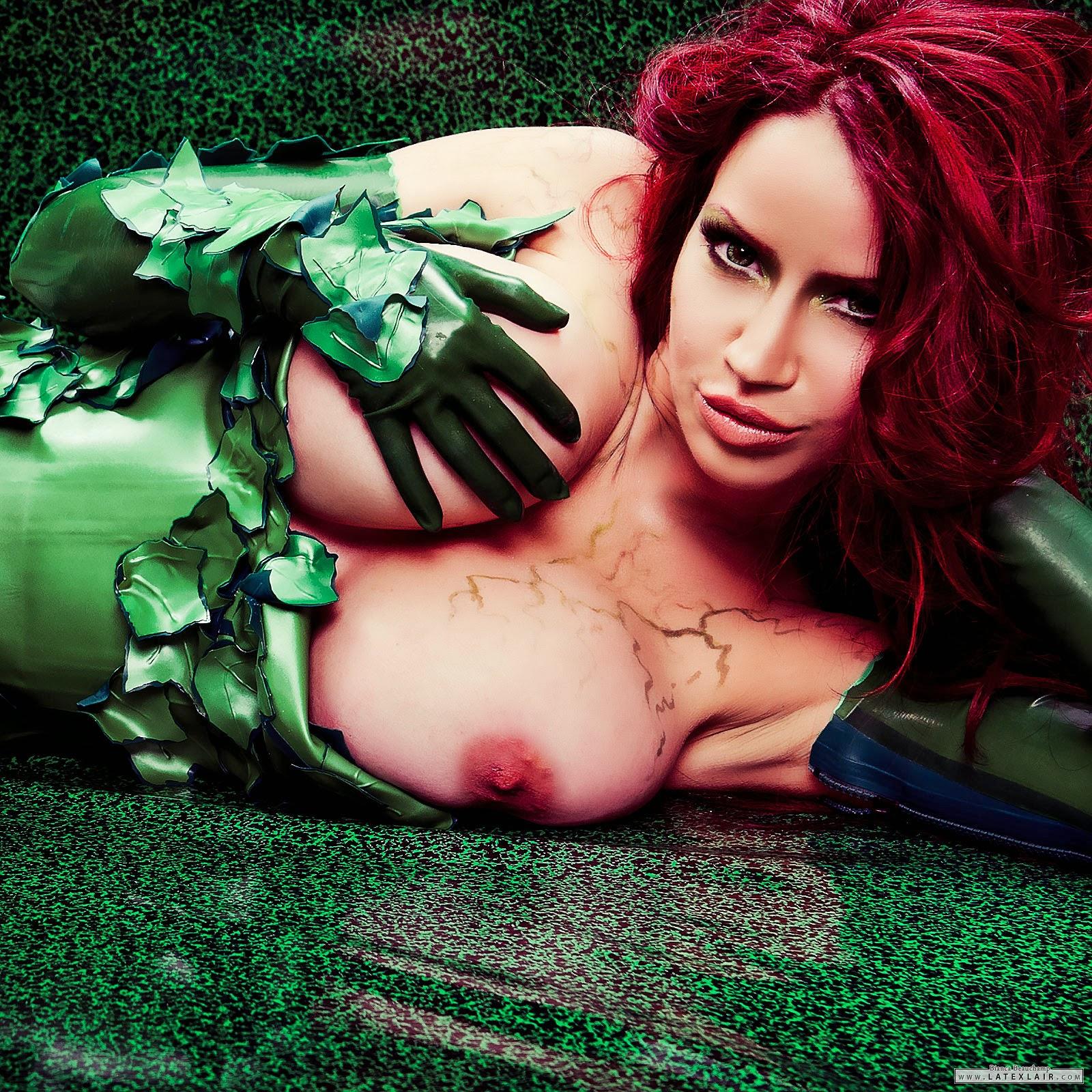 Bianca Beauchamp en poison ivy vinyl seins nus
