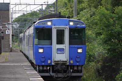 美々駅を通過するキハ183系特急北斗