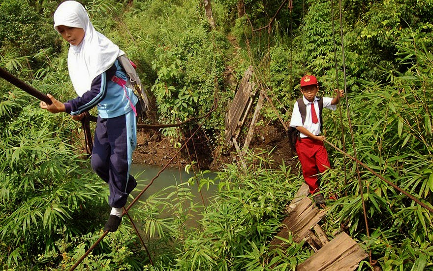 20 Of The Most Dangerous And Unusual Journeys To School In The World - Padang, Sumatra, Indonesia