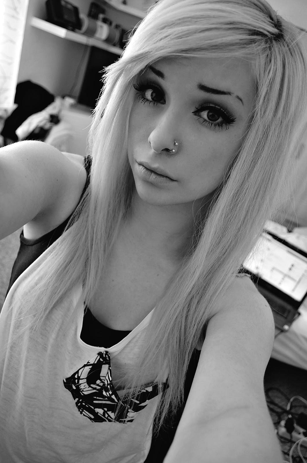 Фотографии девушки челкастика блондинки 11 фотография