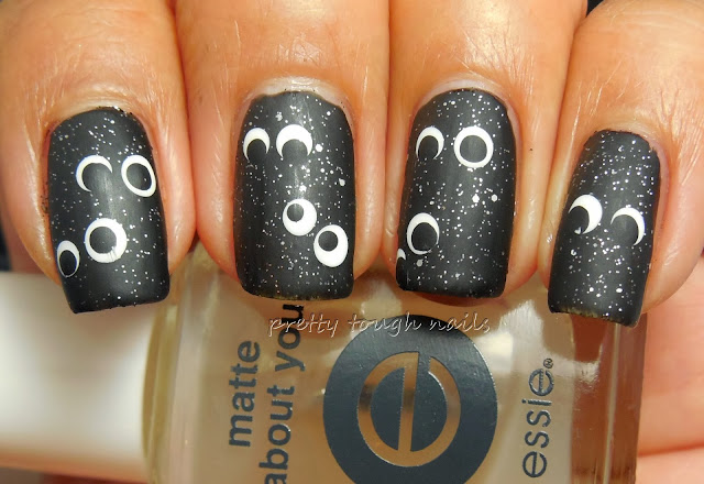 Googly Eye Halloween Nail Art