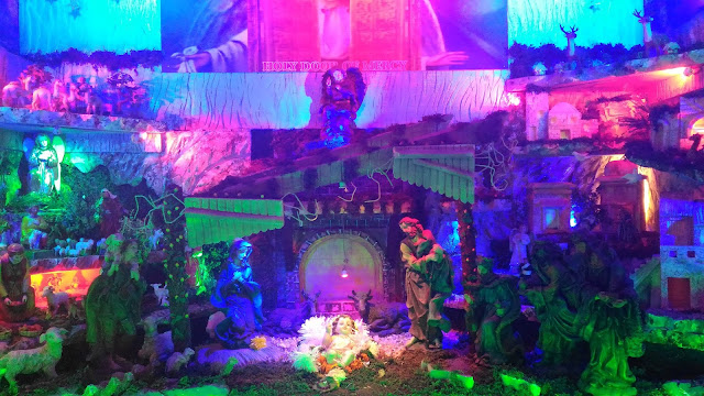 Dayle Pereira of the blog Style File reviews the ASUS Zenfone 2 Laser smartphone with a picture taken by the phone camera of a crib portraying the nativity scene of Christ