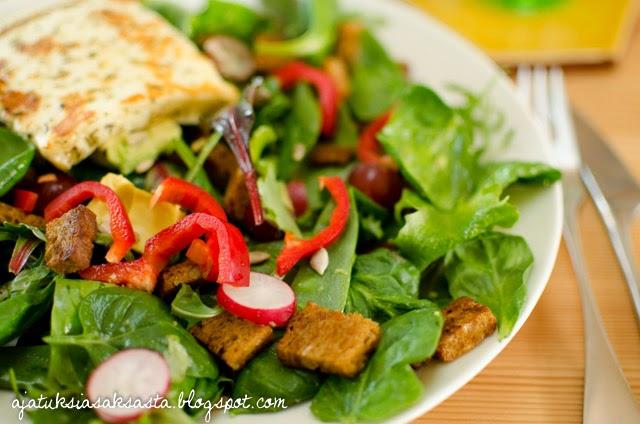 herkullinen lounassalaatti, helppo lounassalaatti