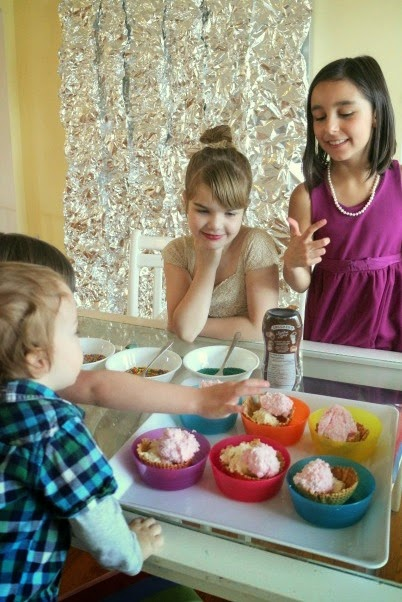 A Dinner Party for Kids: super-easy ideas for a fun kids' dinner party! Includes ideas for easy food, dessert, activities, and photobooth! All by a real parent - no professional party stylists involved.
