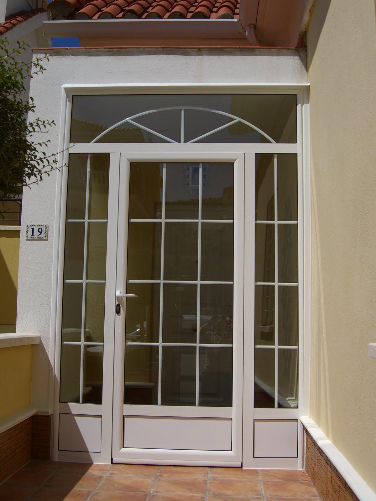 Puertas de aluminio para entrada de ba o for Puertas de entrada principal