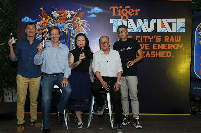 Bruce Dallas (Marketing Director, GAB) (second from left) and Tai See Wai (Marketing Manager, Tiger Beer) (fourth from left) flanked by (from left) Jayme (Kickatomic), Lynda Chean (Pink Tattoos), Kenji Chai
