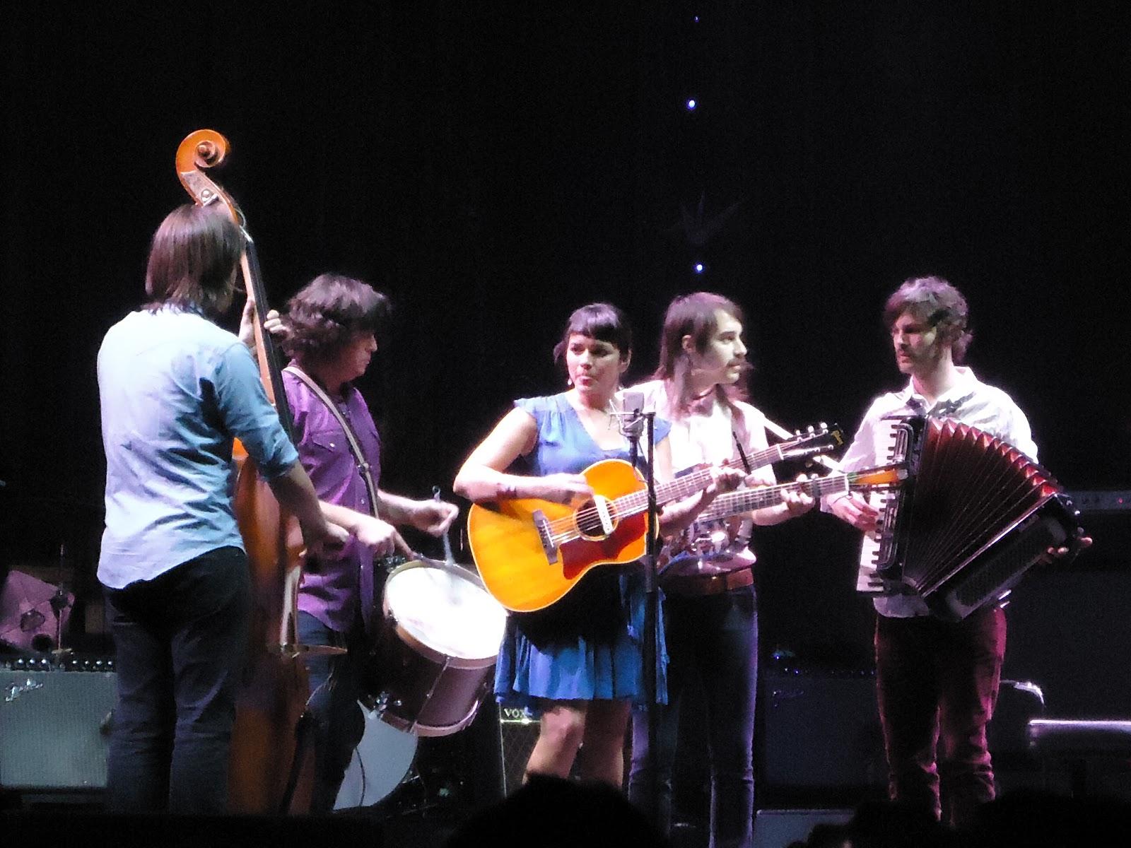 http://1.bp.blogspot.com/-ZgVlAo7Nl6s/UMUu036Q0cI/AAAAAAAAFT8/gj-pXR0yIfY/s1600/Norah+Jones+en+el+Luna+Park.JPG