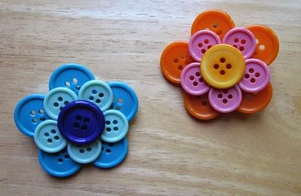 Broches en forma de flor de botones
