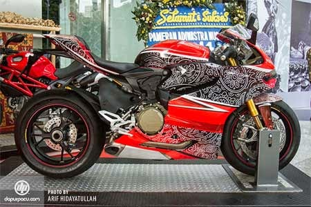 gambar motor sport Ducati Panigale 1199