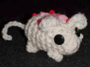 http://www.crochetgeek.com/2009/03/amigurumi-crochet-mouse.html