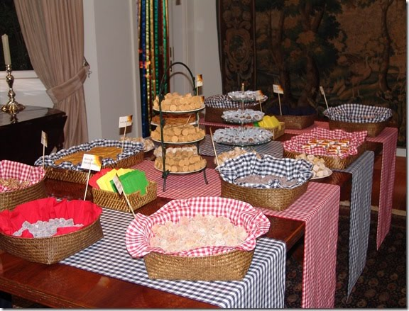 festa junina jardins : festa junina jardins:Casando e Amando: Decoração: Chá de Cozinha Junino