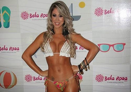 Carol Narizinho com roupa íntima