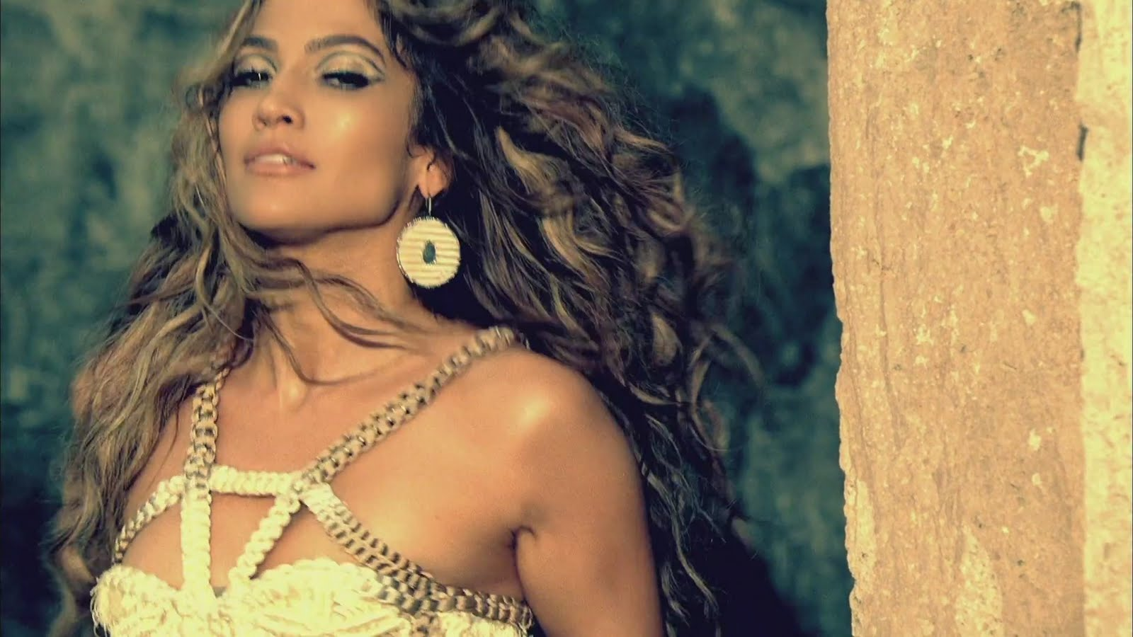 http://1.bp.blogspot.com/-ZhIb-o5DkdA/Td1FP6lZnAI/AAAAAAAAD7A/hyG9flkxLUw/s1600/Jennifer-Lopez-I-m-Into-You-Music-Video-jennifer-lopez-22115476-1920-1080.jpg