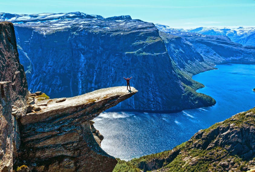 Trolltunga (The Troll's Tongue - photo Trolltunga Adventures)