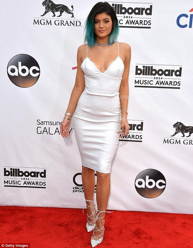 Kylie in Alex Perry at the Billboard Awards fashion style jenner keeping up with the kardashian
