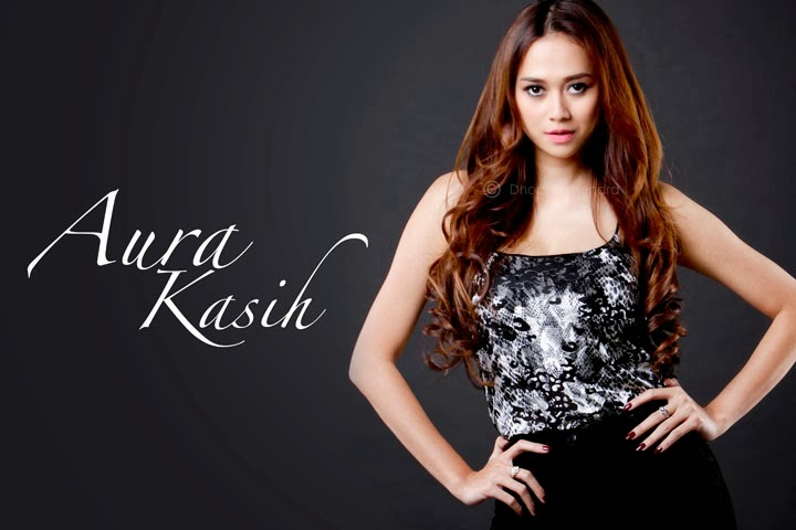 Cantik Menggoda Aura Kasih ME Asia Magazine
