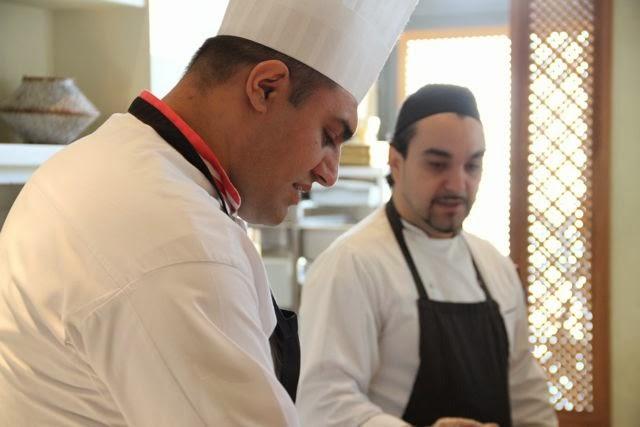 Los chefs del Restaurante Du Liban impartiendo el taller de cocina libanesa. Blog Esteban Capdevila