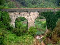 L'Aqüeducte del Vilar des de les vies del tren Manresa - Sallent
