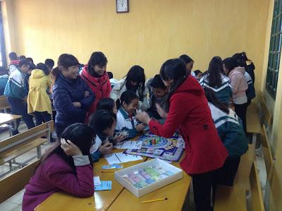 Học sinh chơi game cashflow